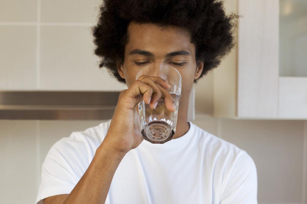 Man drinking silagra